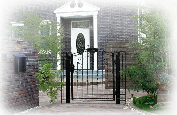 ロートアイアン調の鋳物門扉